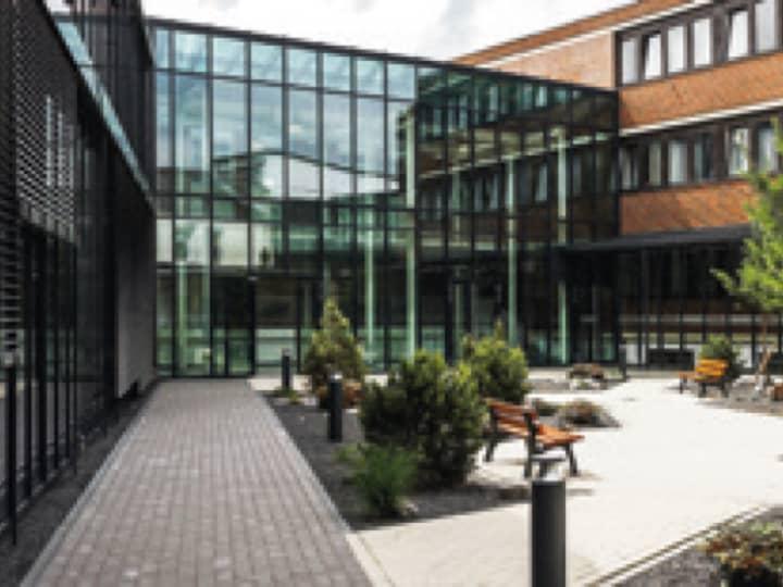Innenhof des BRÖTJE Firmengebäudes in Rastede.