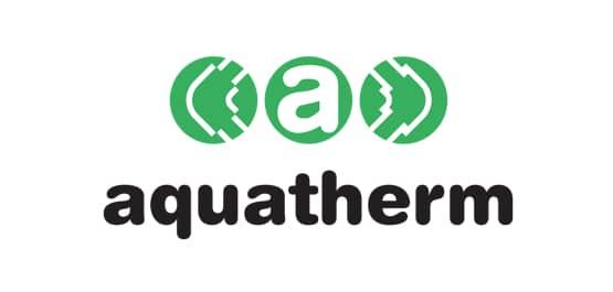 Aquatherm Logo in schwarz geschrieben, darüber drei grüne Punkte, im mittleren befindet sich ein weißes a.