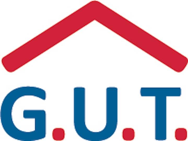 Das GUT Logo. Die Buchstaben GUT in blau mit jeweils einem roten Punkt nach jedem Buchstaben. Darüber ein rotes Dach.