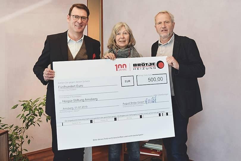 Am 01. Juli überreichte Herr Ralf Stehling als Vertreter von BRÖTJE einen Scheck über 500 Euro an das Hospiz-Stiftung Arnsberg-Sundern