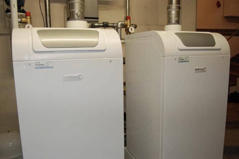 Ansicht zweier BRÖTJE Gas-Brennwertkessel BGB-90.