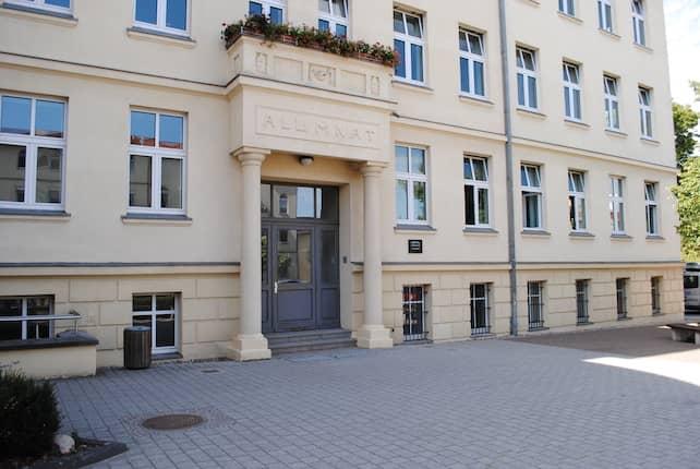 Frontalansicht Theodor Fontane Gymnasium Strausberg