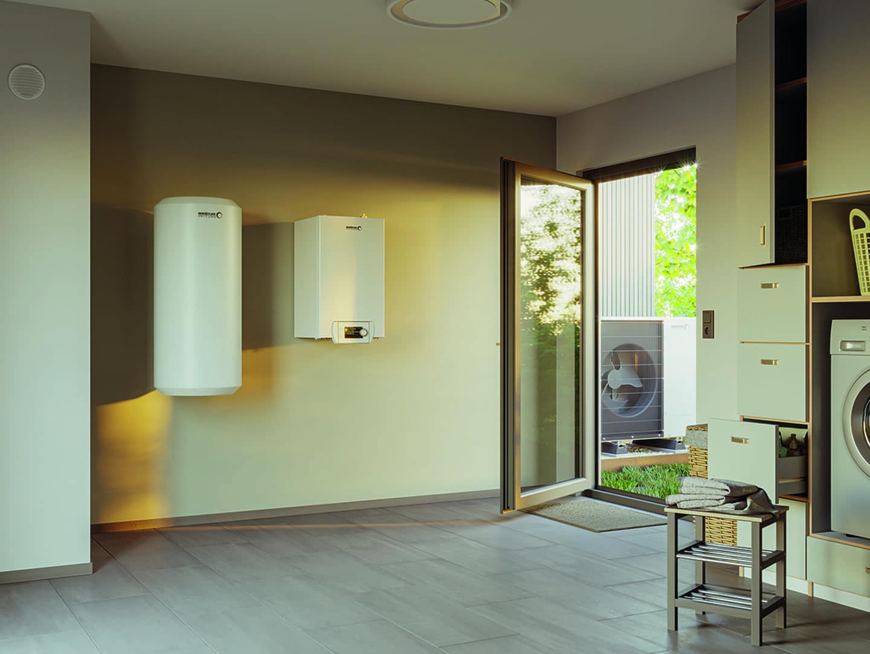 Außenansicht einer Technikhäuschen in einem Garten mit Blick auf eine interne Wärmepumpe von BLW Mono.