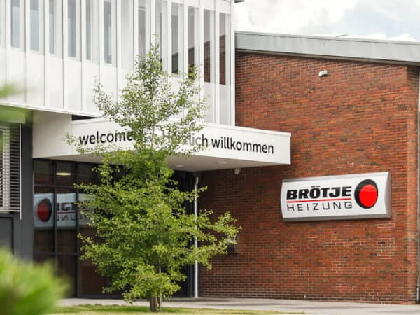 The entrance to the Brötje company building. In front of this building is a fairly large tree.
